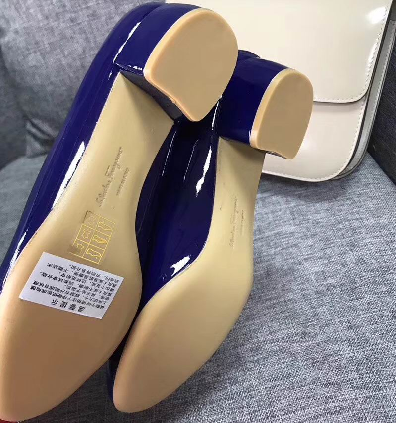 Ferragamo Vara Pump in patent Royalblue