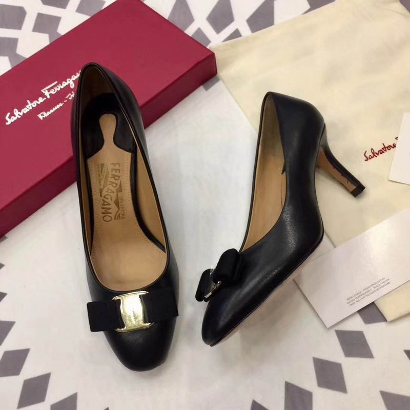 Ferragamo Rounded Toe Bow 70mm Pump Black