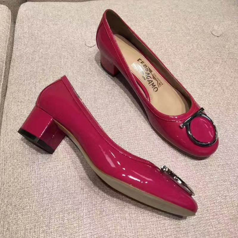 Ferragamo Gancio Ornament Pump in Patent Rose