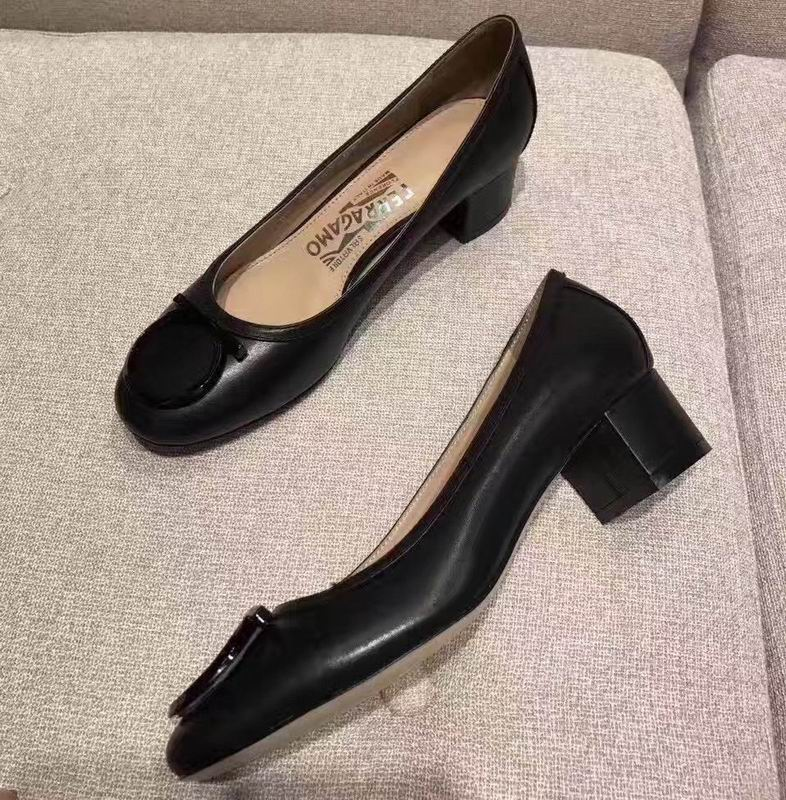 Ferragamo Gancio Ornament Pump in calfskin Black