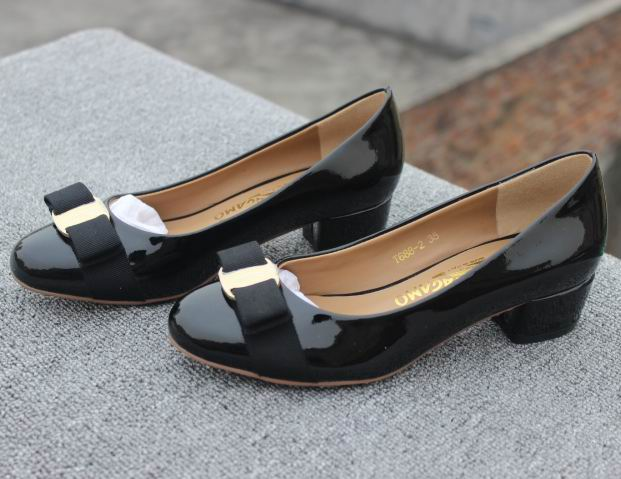 Ferragamo Low-Heel Vara Pump Black