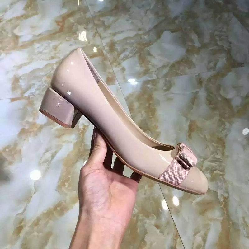 Ferragamo Vara Pump in patent Lightpink