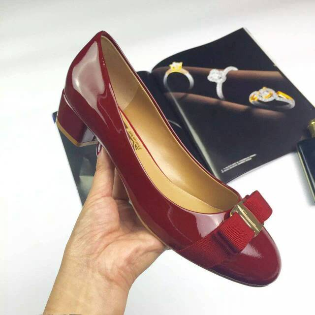 Ferragamo Vara Pump in patent Wine